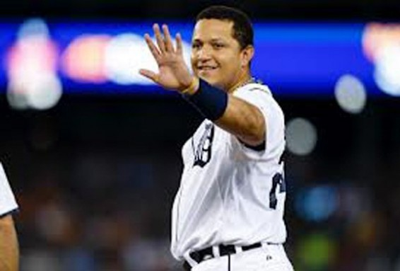 Miguel Cabrera hits home run
