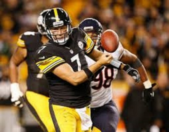 Ben Roethlisberger fumbles against bears