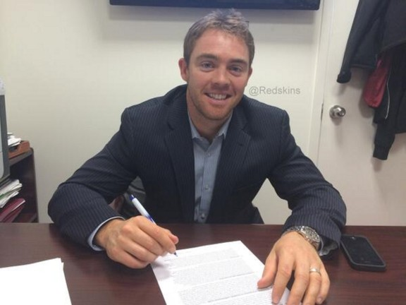 Colt McCoy signs with Redskins