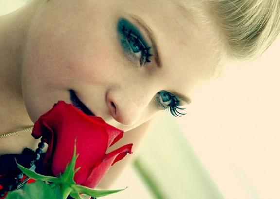 ......woman.smell.rose.wc.cca.6.3.08.D.Sharon.Pruitt.2m