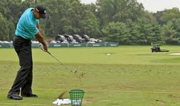 Tiger Woods Practicing