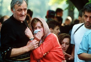 .........grieving.Sarajevo.1992.LionsCemeteryFuneral.MikhailEvstafiev.115k